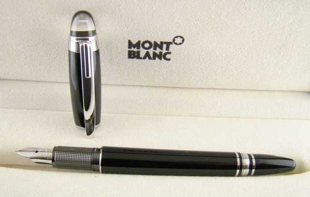 A MONT BLANC LACQUER FOUNTAIN PEN