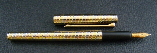 DUNHILL 18K SOLID GOLD FOUNTAIN PEN