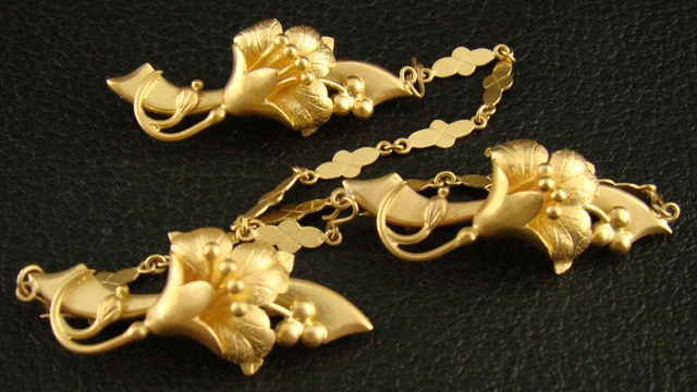 Antique 20K Gold Kerosang