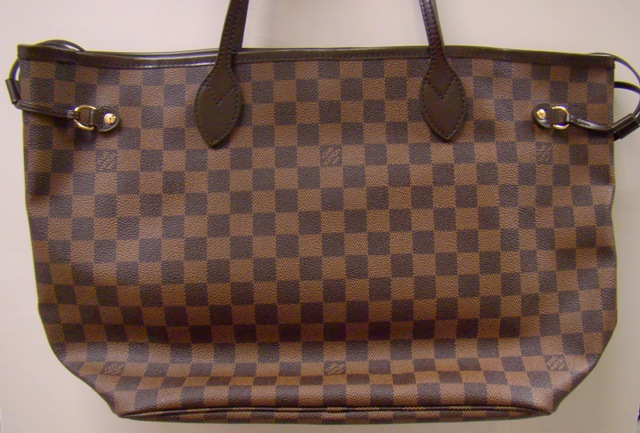 A LOUIS VUITTON HANDBAG / BRAND NEW