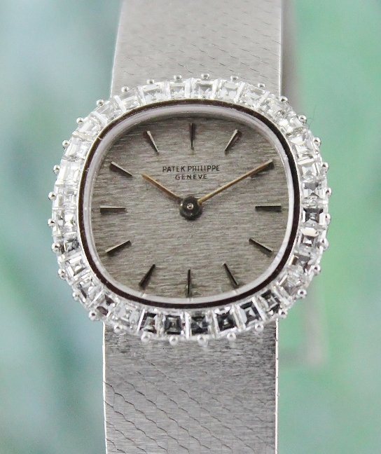 A PATEK PHILIPPE 18K WHITE GOLD MANUAL WINDING DIAMOND WATCH / REF 3395-1