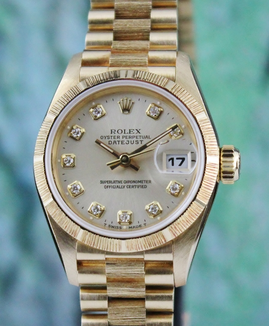 A ROLEX LADY SIZE 18K YELLOW GOLD OYSTER PERPETUAL DATEJUST - 69278