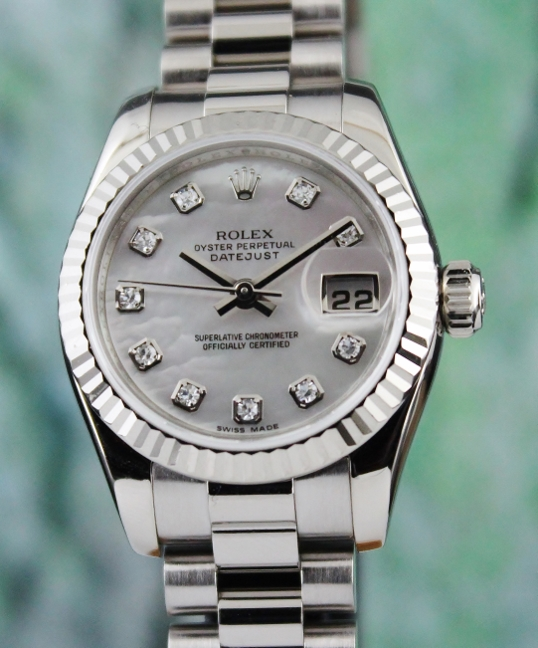 A ROLEX LADY SIZE 18K WHITE GOLD OYSTER PERPETUAL DATEJUST - 179179