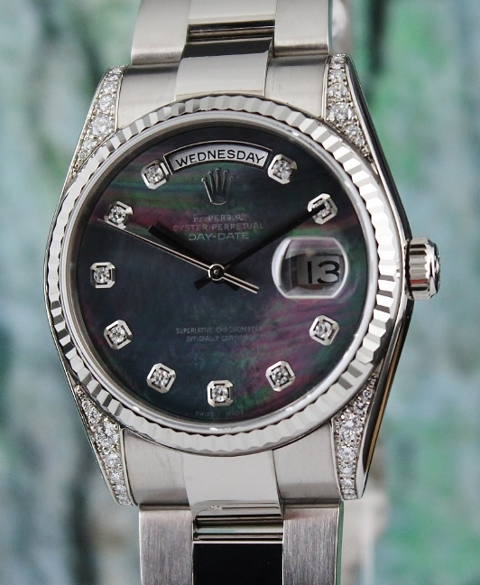 A ROLEX MEN SIZE 18K WHITE GOLD OYSTER PERPETUAL DAY-DATE / 118339
