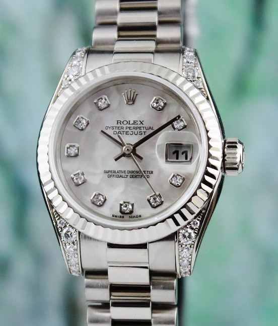 A ROLEX LADY SIZE 18K WHITE GOLD OYSTER PERPETUAL DATEJUST - 179239