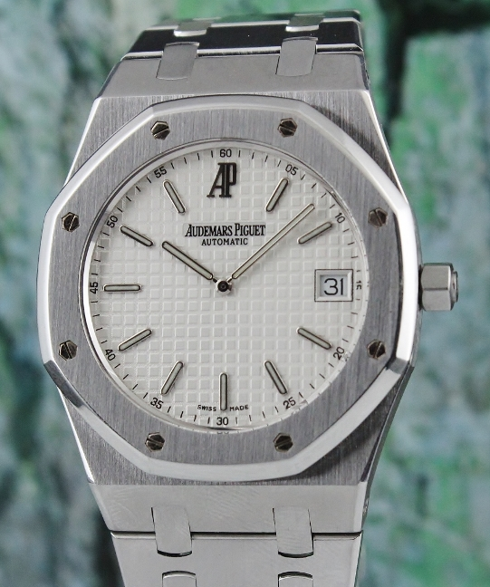 AP ROYAL OAK EXTRA THIN 39MM STAINLESS STEEL WATCH / 15202ST