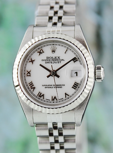 A ROLEX STAINLESS STEEL LADY OYSTER PERPETUAL DATEJUST / 69174