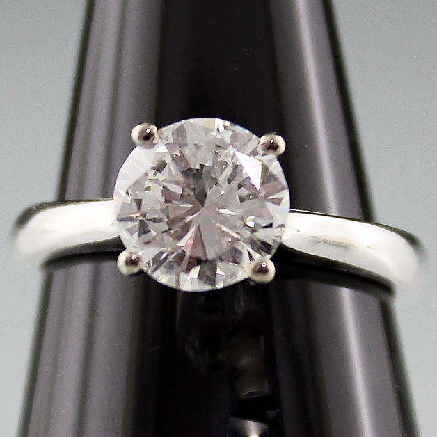 "1.76 CARATS 18K WHITE GOLD ""LARRY JEWELLERY"" DIAMOND RING"
