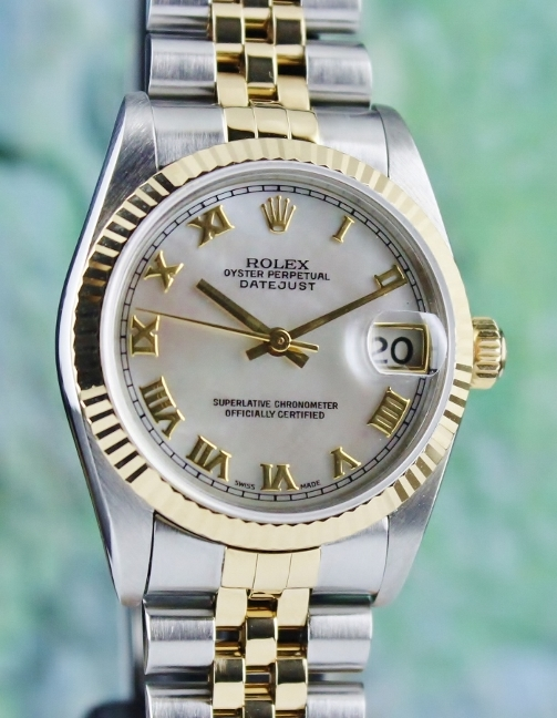 A ROLEX MID SIZE OYSTER PERPETUAL DATEJUST / 78273 / MOP