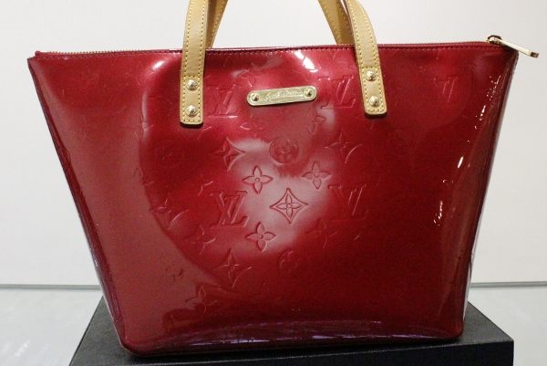 A LOUIS VUITTON HANDBAG / MINT CONDITION