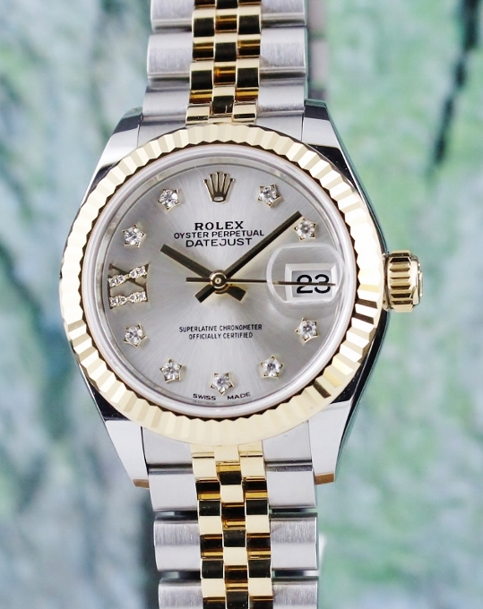A ROLEX LADY SIZE 28MM OYSTER PERPETUAL DATEJUST - 279173