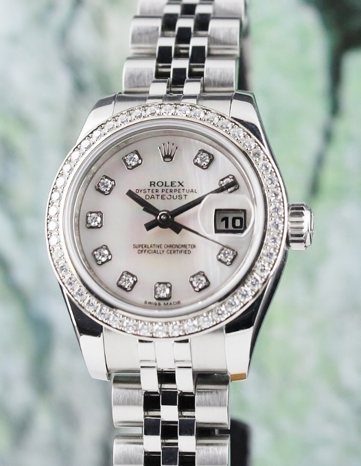A ROLEX LADY SIZE OYSTER PERPETUAL DATEJUST / ORIGINAL DIAMOND BEZEL / 179384