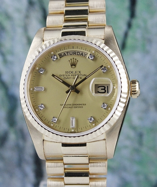 A ROLEX 18K MEN SIZE 18K YELLOW GOLD OYSTER PERPETUAL DAY-DATE / 18038