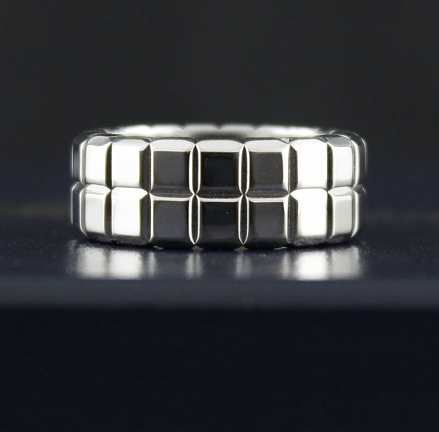 LIKE NEW CHOPARD 18K WHITE GOLD RING