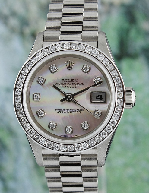 A ROLEX 18K SOLID GOLD LADY SIZE OYSTER PERPETUAL DATEJUST / 79179 / MOP