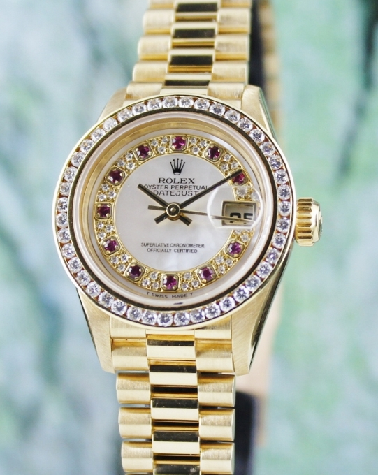 A ROLEX LADY SIZE 18K YELLOW GOLD OYSTER PERPETUAL DATEJUST - 69178