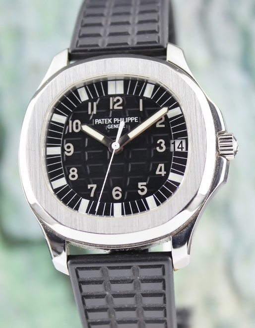 A PATEK STAINLESS STEEL AUTOMATIC AQUANAUT / REF 5065/1A-001