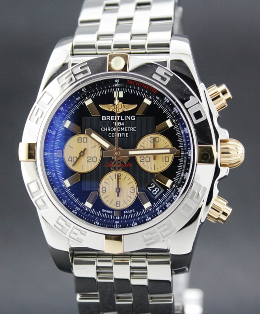 A BREITLING CHRONOMAT AUTOMATIC WATCH / 1B0110