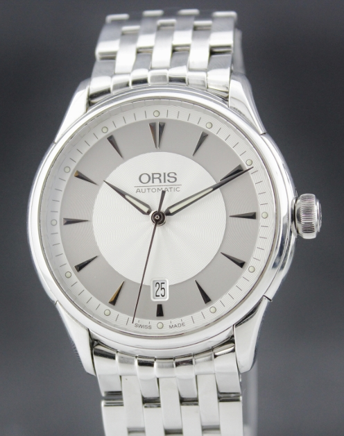 AN ORIS MEN SIZE AUTOMATIC STAINLESS STEEL WATCH