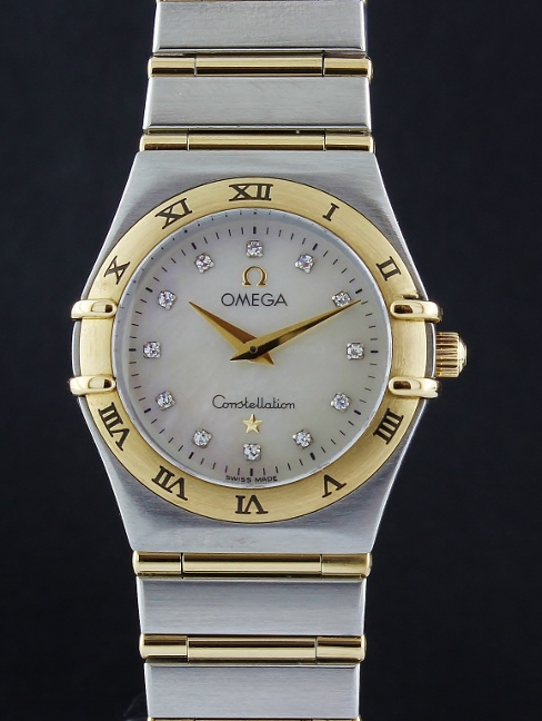 AN OMEGA LADY MID SIZE 18K YELLOW GOLD BAR WITH MOP DIAL