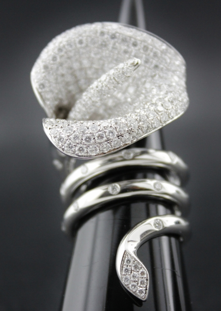 A UNIQUE DESIGN ITALY MADE 18K WHITE GOLD DIAMOND RING /