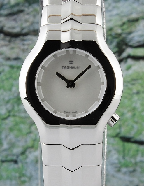 A LADY TAG HEUER STAINLESS STEEL WATCH / WP1412