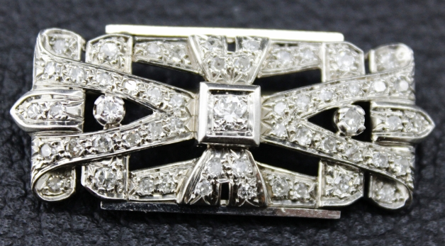 A 18K WHITE GOLD ANTIQUE DIAMOND BROOCH