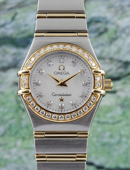 AN OMEGA MINI LADY SIZE CONSTELLATION WATCH / MOP