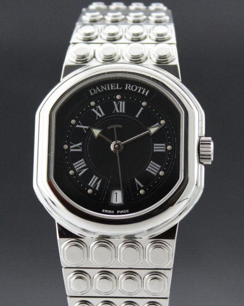 A DANIEL ROTH STAINLESS STEEL WATCH - AUTOMATIC
