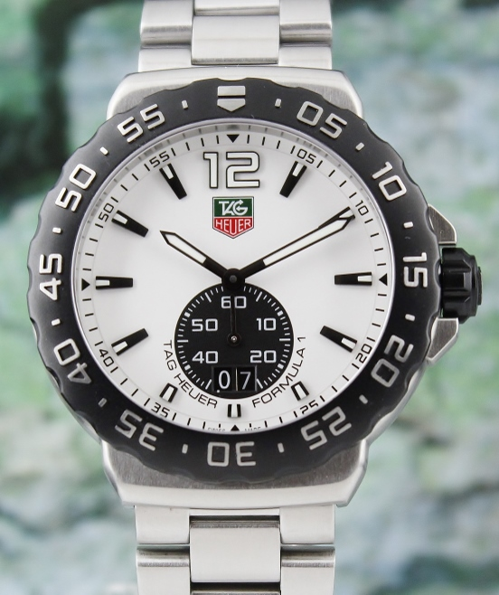 A STAINLESS STEEL TAG HEUER FORMULA 1 WATCH / WAU1111