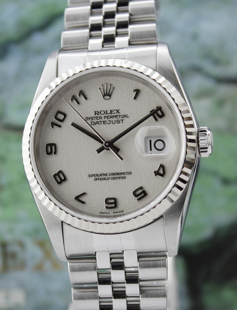 A ROLEX MEN SIZE OYSTER PERPETUAL DATEJUST / 16234