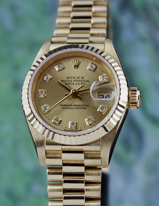 A ROLEX LADY 18K GOLD OYSTER PERPETUAL DATEJUST - 69178