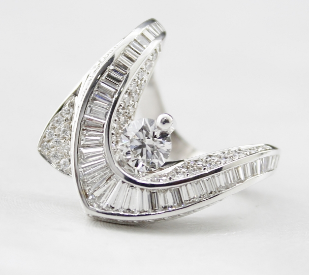 "18K WHITE GOLD DIAMOND RING STAMPED ""TRESOR"""