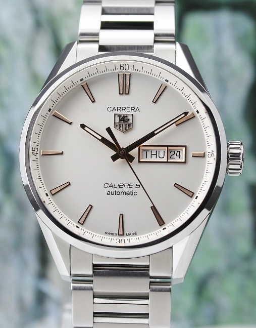 UNWORN TAG HEUER CARRERA CALIBRE 5 DAY DATE WATCH / WAR201D-0