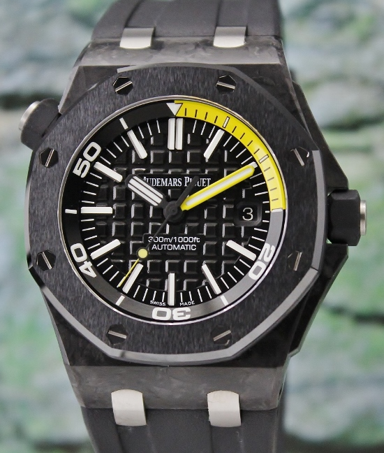 LIKE NEW AP ROYAL OAK OFFSHORE FORGED CARBON DIVER / H SERIES