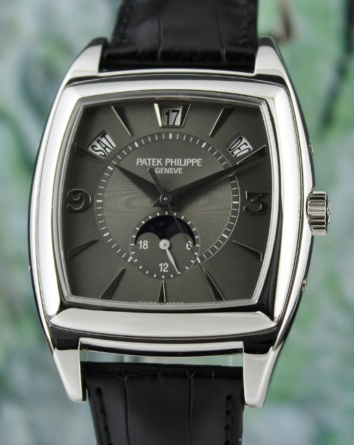 A PATEK PHILIPPE 18K WHITE GOLD ANNUAL CALENDAR MOON PHASE / 5135G