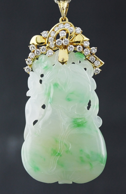 A 20K YELLOW GOLD DIAMOND TYPE A NATURAL JADEITE PENDENT