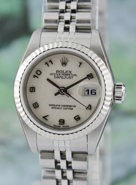A ROLEX STAINLESS STEEL LADY OYSTER PERPETUAL DATEJUST / 79174