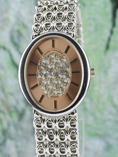A PATEK PHILIPPE 18K WHITE GOLD MANUAL WINDING WATCH / 3598-1