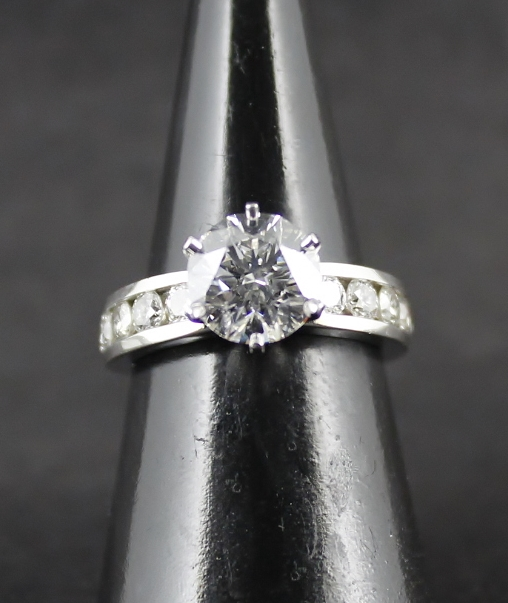 "AUTHENTIC TIFFANY & Co. PT950 2.04 CARATS ""E"" COLOUR VS1 DIAMOND RING"