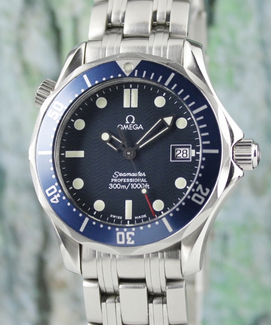 AN OMEGA SEAMASTER 38MM STAINLESS STEEL WATCH