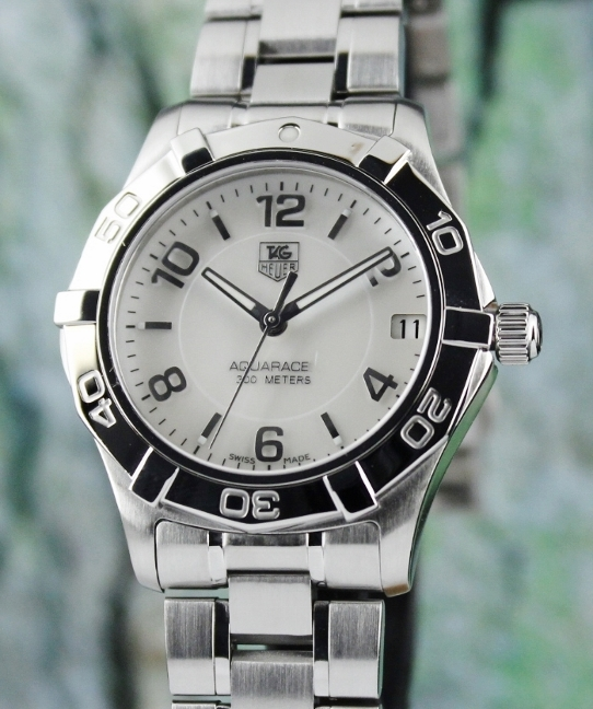 A TAG HEUER MID SIZE STAINLESS STEEL AQUARACER WATCH / MOP / WAF1311