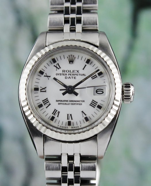 A ROLEX STAINLESS STEEL LADY SIZE OYSTER PERPETUAL DATE / 6917-4
