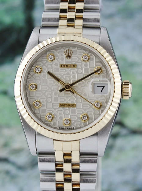 A ROLEX MID SIZE OYSTER PERPETUAL DATEJUST / 68273