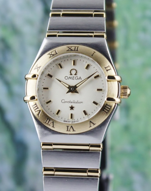 AN OMEGA LADY SIZE STAINLESS STEEL AND 18K YELLOW GOLD CONSTELLATION