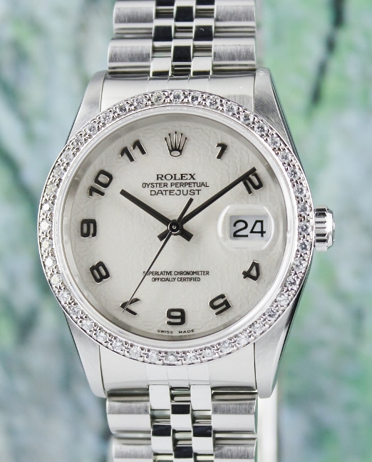 A ROLEX MEN SIZE OYSTER PERPETUAL DATEJUST / 16220